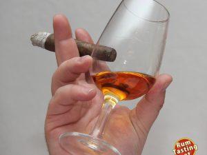 Zacapa_Tasting_Logo_118 Zigarre Rum Hand