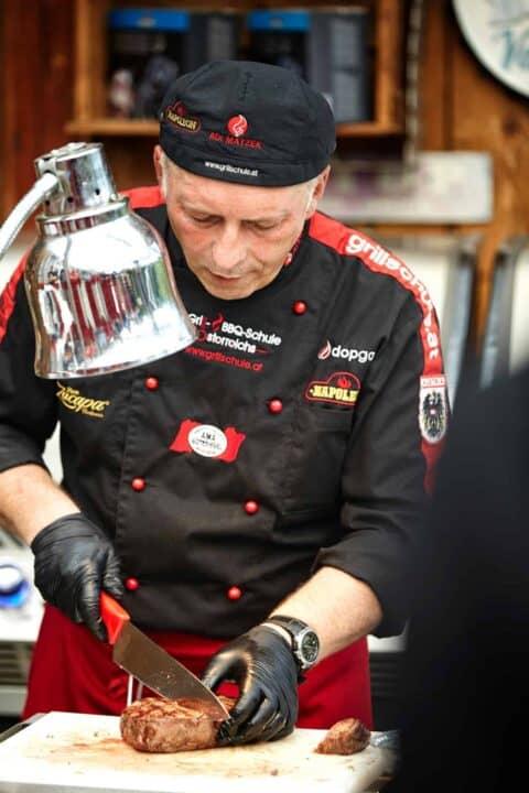 Adi Matzek Grillschule Vorbereitung von Steak Kostproben