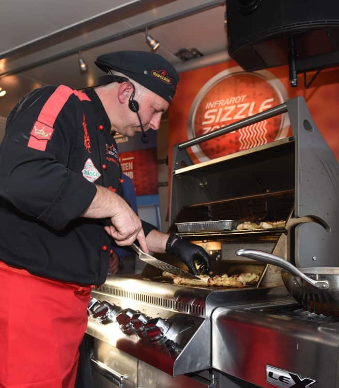 Adi Matzek Grillschule Grillshow Napolen Grilltour